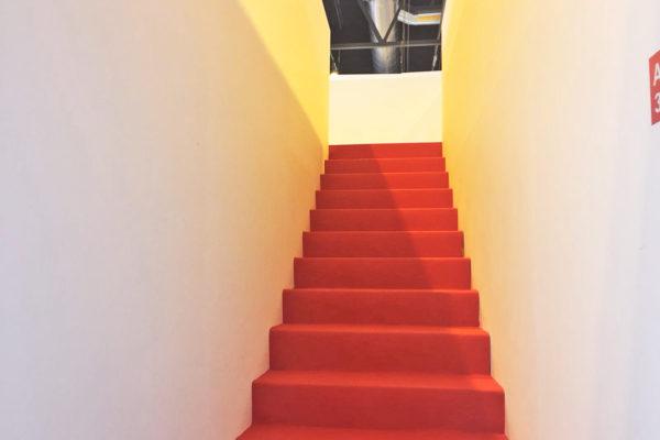 Escaleras de subida a entreplanta